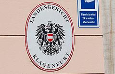 Schild am Eingang des Landesgerichts Klagenfurt