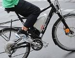 Radfahrer mit E-bike