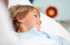 Krankes Kind in Bett