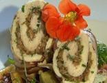 Hühnerfilet gefüllt mit Eierschwammerln, dazu Sommergemüse und Kernölpolenta