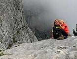 Symbolbild Kinder am Berg Wandern Klettern