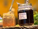 Glas mit Heidelbeersenf