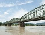 Eisenbahnbrücke über die Donau in Linz
