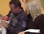 Frischgebackene Eltern mit Baby