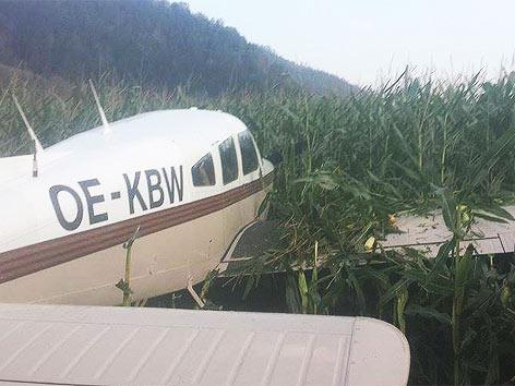 Flugzeug Acker Notlandung Hirt