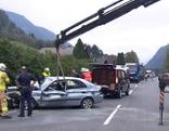 Unfallauto wird abgechleppt