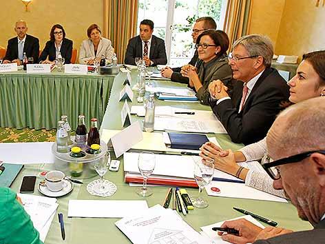 Flüchtlingskonferenz Sitzung