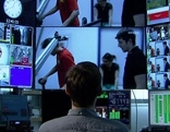 HD Studio mit vielen Bildschirmen