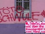 """""""Tötet Schwule"""" auf Mauer der """"Rosa Lila Villa"""""""