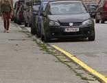 neue Markierungen für Parkverbote - gelbe Streifen statt Verkehrszeichen
