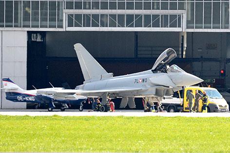 Notgelandeter Eurofighter am Innsbrucker Flughafen