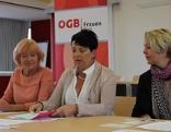 Drei Frauen bei Pressekonferenz