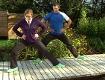 Doresia Krings und Michael Mayerhofer bei einer seitlichen Kniebeuge