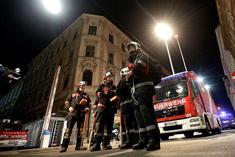 Feuerwehreinsatz bei eingestürzter Manner-Fabrik