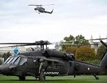 Black Hawk-Hubschrauber auf dem Heldenplatz