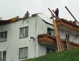 Sturm deckt Haus ab