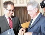 Bundespräsident Heinz Fischer überreichte Mathias Moosbrugger den Sub auspiciis - Promotionsring.