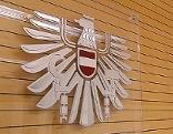 Bundesadler in Gerichtssaal