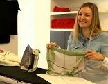 Christina Sonntag beim Bügeln