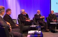 Vier Bischöfe am Podium