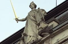 Statue der Justizia (Justitia) am Salzburger Landesgericht