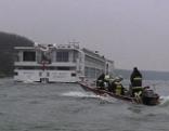 Feuerwehrboot und Passagierschiff