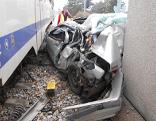 Auto gegen Zug in Hainburg