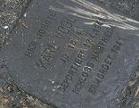 Beschmierter Stolperstein in der Stadt Salzburg