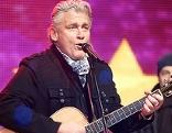 Rainhard Fendrich mit Gitarre