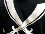 Kapuzensweater mit Krummsäbeln