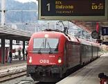Zug Bozen - Innsbruck fährt in Innsbruck ein