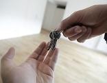 Schlüsselübergabe bei Immobilienkauf