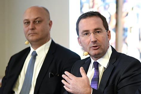 Gerhard Jarosch (l./Staatsanwaltschaft Wien) und Landespolizeipräsident Gerhard Pürstl am Montag, 12. Jänner 2014, während Podiumsdiskussion