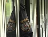 Polizeijacke im Zug
