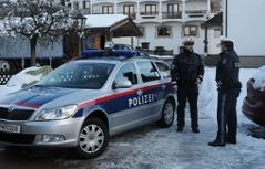 Polizei vor dem Hotel in Kirchberg