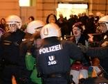 Akademikerball 2015: Ausschreitungen  von Protesten gegen den Ball in Wien