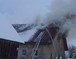 Feuerwehr löscht den Brand