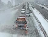 Schneefall auf der Autobahn