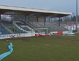 Desolater Rasen im Stadion des SV Grödig