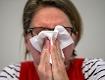 Grippewelle, Infekt, Patientin schneuzt sich