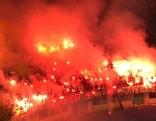 Rapidfans brennen pyrotechnische Gegenstände im Heimspiel am 14. Februar gegen Ried ab