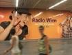 """Radio Wien""-Plakate in U-Bahnstation Stephansplatz"