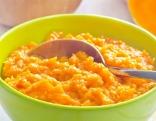 Porridge in grüner Schüssel