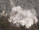 Staubwolke nach Sprengung Martinswand