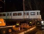 U-Bahn wird transportiert