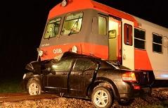 Unfallauto und Zug