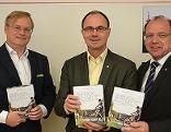 Architekt  und Herausgeber Klaus-Jürgen Bauer, LH-Stv. Franz Steindl, LR Andreas Liegenfeld