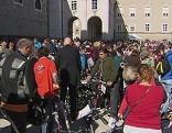 Fahrradtauschbörse der Arbeiterkammer auf dem Residenzplatz in der Stadt Salzburg