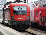 Zug ÖBB Hauptbahnhof Wien