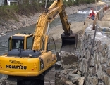 In Heinfels wird ein neuer Damm für mehr Hochwasserschutz gebaut.